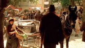 Yves Montand sur une célèbre place d'un village » provencal »  – Tournage de Jean de Florette