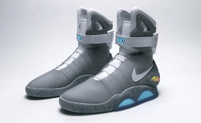 Munies de LED, les fameuses chaussures de Marty qui se lacent toute seule