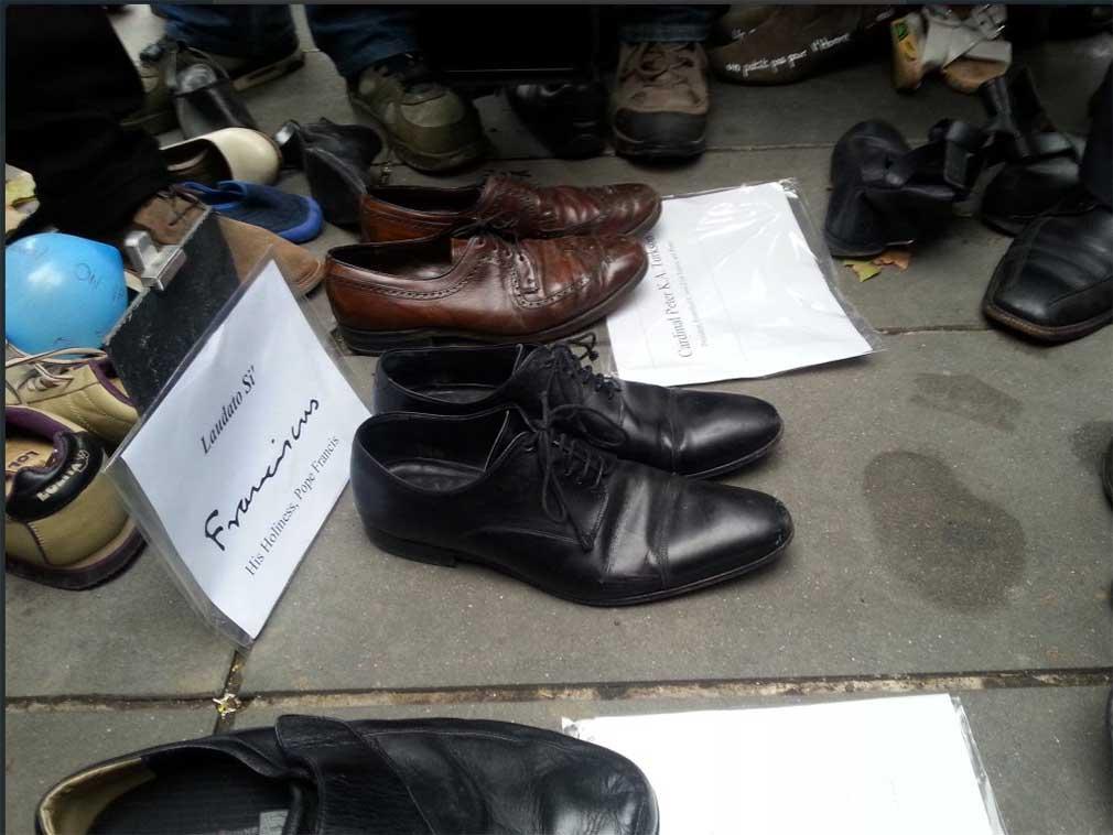 Les souliers du Pape François pour la Cop 21