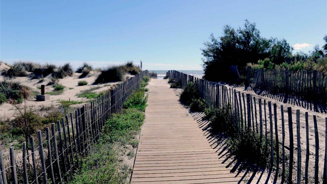 Le Lido de Carnon est un cordon dunaire de sable en bordure de mer.