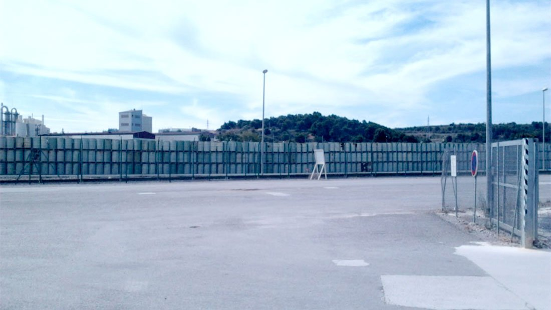 Des centaines de futs d'uranium stockés dans l'usine de Malvési.