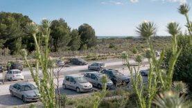 Le très poussièreux parking du Lido de Carnon.
