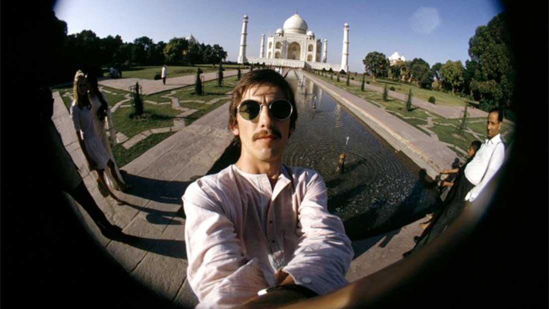 Le selfie de George Harrison devant le Taj Mahal est l'un des plus célèbres de tous les temps