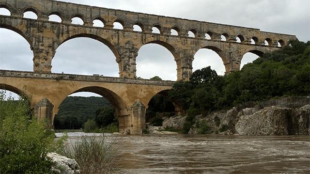 Le gardon au pont du gard