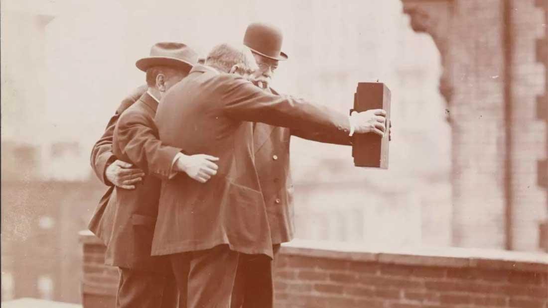 Selfie de groupe immortalisé par un autre photographe © Museum of the City of New York