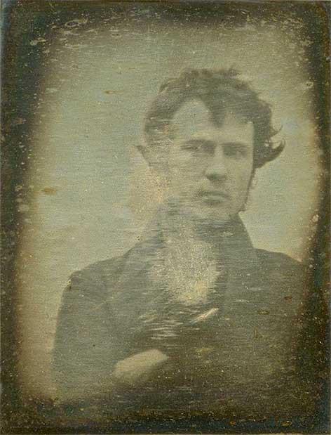 Premier autoportrait du monde par Robert Cornelius © Wikimedia Commons   Bibliothèque du Congrès USA
