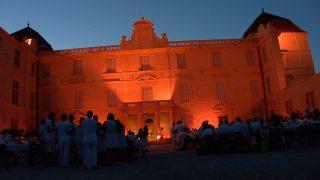 Grande première pour Castries et ses habitants qui décident de fêter en blanc la fin de l'été 2014, dans le château historique récemment acquis par la ville.