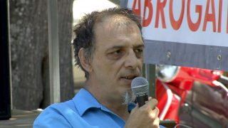 Vincent Espagne, membre du collectif de Lodève dans l'Hérault, répond aux questions du public et apporte des éclaircissements sur le code minier