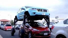 Le Hum Rider est le nouveau concept d'une voiture qui vous permet d'éviter un bouchon, en enjambant les voitures à l'arrêt devant vous.