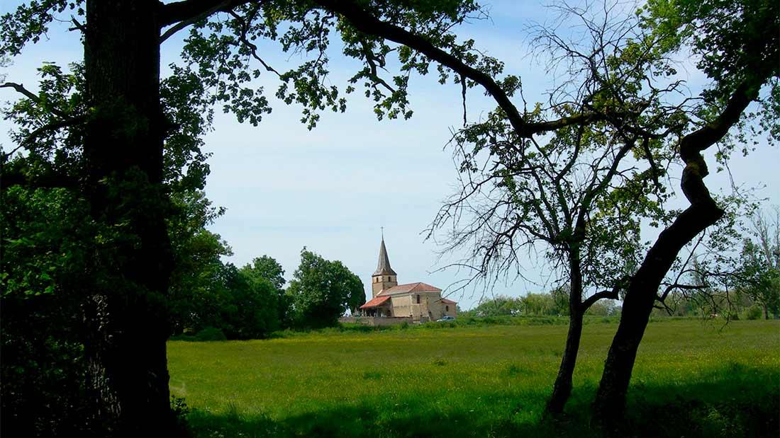 Tourisme : Découverte d'une église via un chemin de traverse