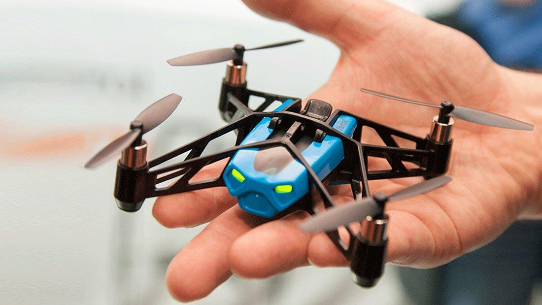 Des mini-drones sont de plus en plus petits et sophistiques