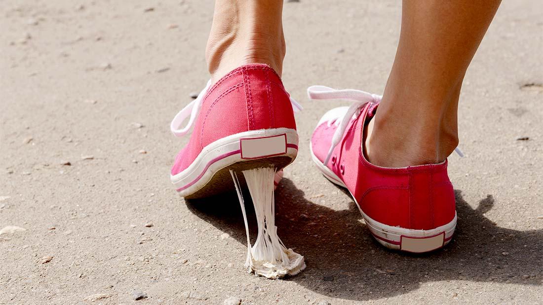 Saviez vous que le chewing-gum que l'on jette négligemment sur le trottoir est le deuxième type de pollution de rue après les mégots de cigarettes.
