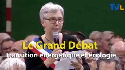 Macron devant des maires