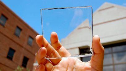 Module de concentrateur solaire luminescent transparent tenu entre deux doigts