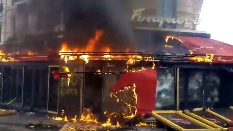 La brasserie Le Fouquet's en-feu