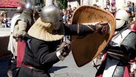 Des combats de chevaliers pendant les médiévales du Grand Pic Saint Loup 2019