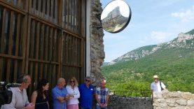 Une enseigne au château de Saint-Jean de Buège