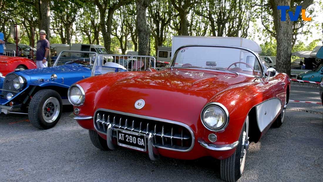 Exposées à Sommières, certaines vieilles voitures vous transportent de suite sous les tropiques