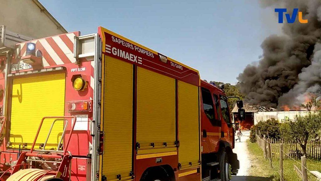 De nombreux véhicules de pompiers venus de Sommières pour combattre l'incendie d'Aspères